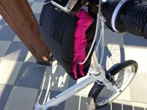 輪行バッグをスマホ充電器ホルダーとして利用 (3)