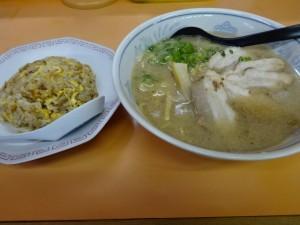夜仲そば 半チャンラーメン (5)